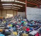 Ziordia informó al Gobierno foral del depósito de ropa usada en una nave