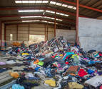 Navarra y País Vasco estudian el origen del vertido de toneladas de ropa en Ziordia