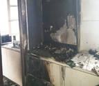 Atendidas dos personas de edad avanzada tras un incendio en la calle Ansoleaga