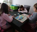 Un improvisado colegio en cada casa