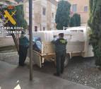 La Guardia Civil colabora en el reparto de medicamentos a ancianos en la Ribera