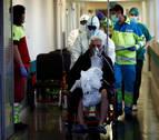 Un tercio de los españoles con coronavirus tiene menos de 50 años