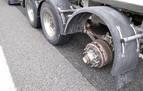 Un camionero pierde una de sus ruedas cuando circulaba por la A-15