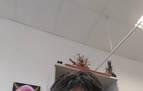 Maite Ayarra, impulsora de la idea para las despedidas, con una de las mascarillas cuyo uso defiende.