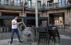 Los hosteleros ultiman sus terrazas, que podrán abrir en todas las franjas horarias