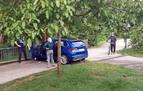 Un coche se sale de la vía y cae al Paseo del Arga en Burlada