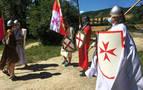 """La iniciativa """"La luz del Camino"""" entra en Arre con escolta de la Orden del Temple"""