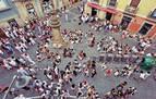 El Casco Viejo concentra el ambiente festivo pero sin cierres por exceso de aforo