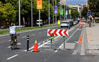 El carril bici de la avenida del Ejército toma forma y convence