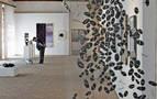 'Artea Oinez' condensa la diversidad del arte contemporáneo en 99 obras