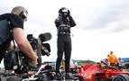 Hamilton gana con un pinchazo, que también sufrió Sainz pero con peor suerte
