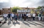 'El Autobús de la Repoblación' recala en Arróniz con su lema 'Lo Rural es la Vanguardia'