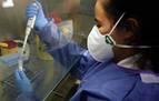 El proceso para hacer una PCR en el laboratorio del coronavirus en Navarra