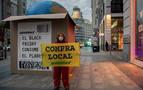 Greenpeace coloca una gran caja en Madrid contra el