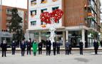 Los reyes inauguran el monumento a los sanitarios entre gritos de