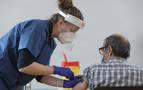 Salud adelanta el inicio de la vacunación de los profesionales sanitarios a mañana