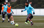 Entrenamiento del Madrid con Rodrygo y Carvajal bajo techo
