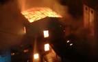 Arde de madrugada el edificio de la antigua harinera de Miluce