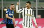Cristiano marca un doblete al Inter y ya es el máximo goleador de la historia
