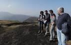 La consejera Gómez visita con los alcaldes la zona afectada por el incendio de Baztan-Bidasoa