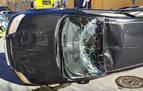 Herido leve tras sufrir un accidente y volcar con su coche en la Rochapea