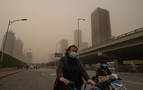 Pekín vuelve a amanecer bajo una tormenta de arena
