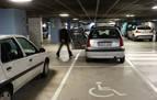 Rebajan una condena por aparcar con una tarjeta de discapacidad fotocopiada