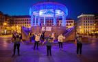 El quiosco de la Plaza del Castillo, iluminado de azul por el autismo