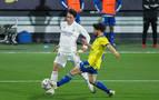 El Real Madrid recupera en Cádiz el liderato provisional