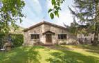 Casa de piedra restaurada con terreno en Endériz