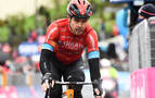 Mikel Landa, trasladado a un hospital tras una dura caída en el Giro de Italia