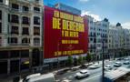 La Copa Davis despliega un polémico cartel gigante en la Gran Vía madrileña