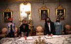 De izda.a dcha., Santos Induráin, María Chivite, Concha Andeu y Sara Alba durante la firma del convenio.