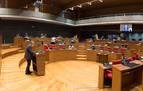 El Parlamento defiende una regulación para que las Administraciones colaboren con el Defensor