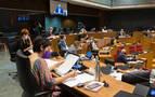 El Parlamento foral apoya que los centros educativos puedan recuperar su horario