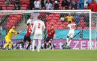 Inglaterra lidera con lo justo y un gol de Sterling