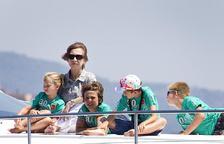 La reina acude al inicio de Copa del Rey con sus hijos y seis de sus nietos