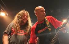 Tony Urbano (derecha) en concierto