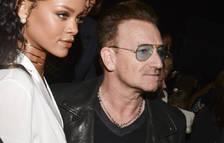 El cantante Bono junto a la 'pop star' Rihanna.