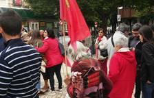 Personas en el Paseo Sarasate esperando el inicio de la manifestación.