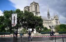 Abatido un hombre tras atacar con un martillo a un policía en París