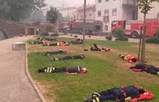 Bomberos, una noche y un día contra el fuego en Portugal