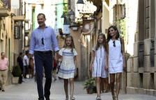 La familia real visita una exposición en Sóller