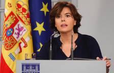 La vicepresidenta del Gobierno, Soraya Sáenz de Santamaría, durante la rueda de prensa hoy en el Palacio de la Moncla.