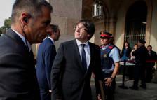 Puigdemont, a su llegada al Parlament.
