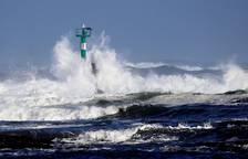 Alerta por olas gigantes en la costa cantábrica