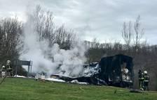 Arde un camión cargado de azúcar en la N-121-A