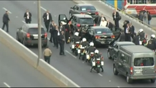 El 'papamóvil' sufre un pinchazo en plena autopista de camino a Lima