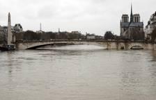 El río Sena inunda zonas de París