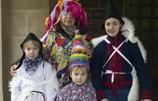 Carnaval rural en Estella, alegría frente al frío